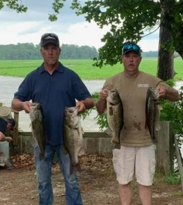 Tournament Results James River, VA May 11, 2019 Ray Hogge & Donnie Daniel Slay Em! 26.75 lbs For the Win & $2,559.00! Bud Mason & Charles Crowder Weigh in a 9.28 Pounder to Take the BF!